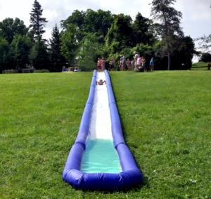 Turbo Chute Hill &amp; Lake Water Slide